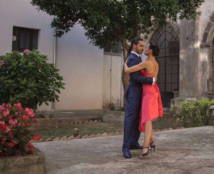 Giusy Citro e Simone Ferrara posa tango presso il chiostro della Chiesa Sant'Antonio in Mercato San Severino, (SA)