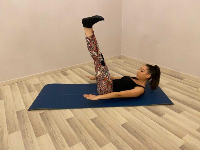 Hundred rafforzamento addominali, muscoli delle spalle, delle braccia e delle cosce